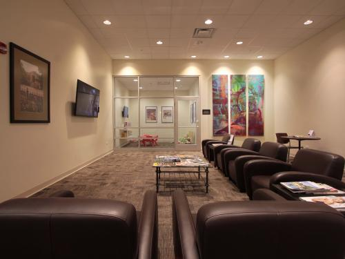 Bill Walsh Ford Kia waiting room